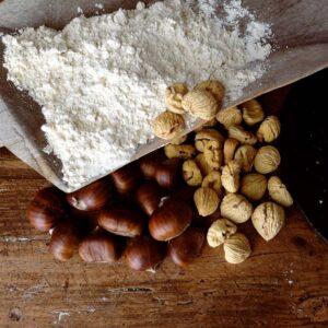 Farina di castagne essiccata a legna e macinata a pietra